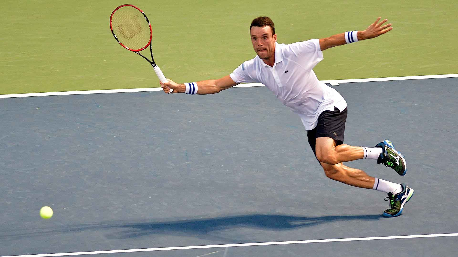 Roberto Bautista Agut advances to his first final in the United States after beating Viktor Troicki.