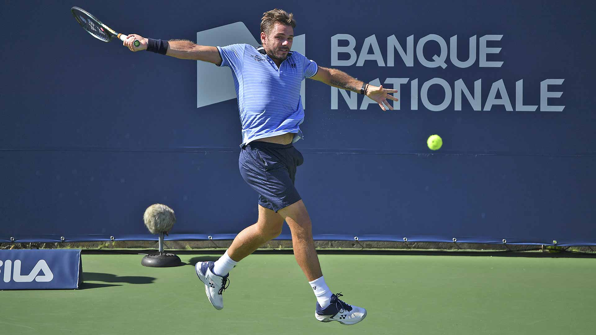 Stan Wawrinka crushes a backhand against Grigor Dimitrov at the Coupe Rogers.