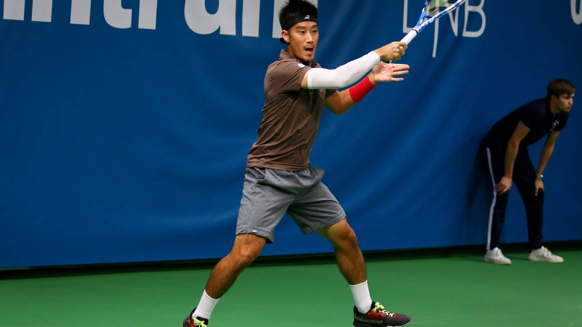 <a href='https://www.atptour.com/en/players/yuichi-sugita/se73/overview'>Yuichi Sugita</a> hits a forehand in Stockholm 2019