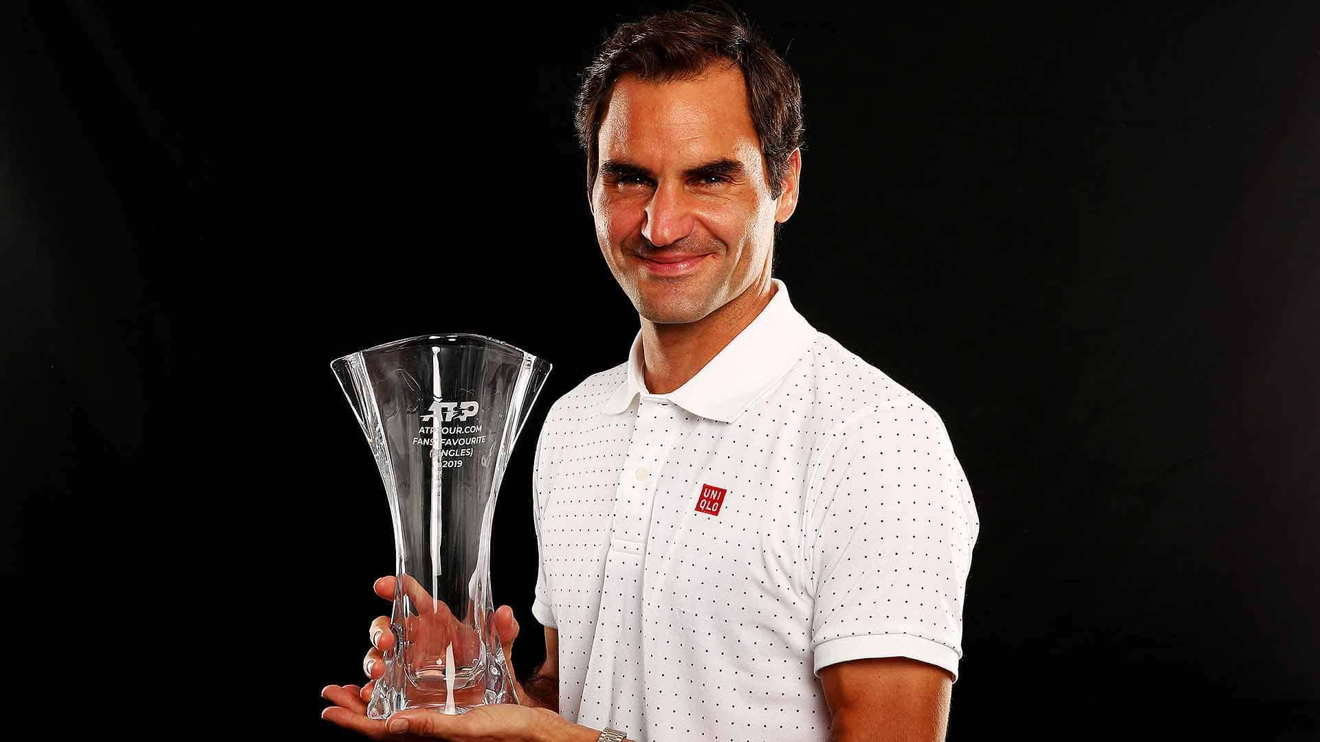 Roger Federer receives the ATPTour.com Fans' Favourite Award for the 17th consecutive year.