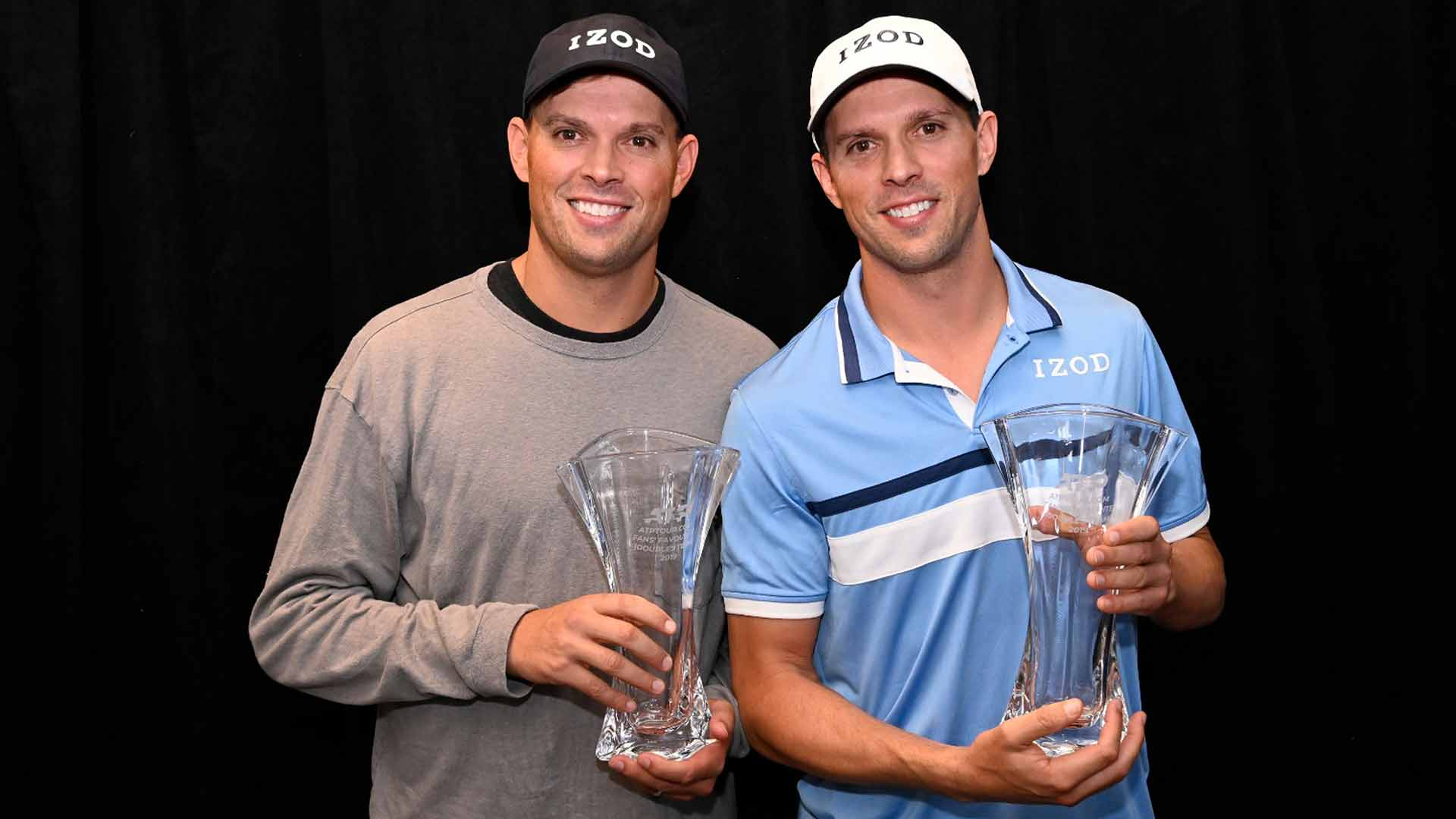 <a href='https://www.atptour.com/en/players/bob-bryan/b588/overview'>Bob Bryan</a>/<a href='https://www.atptour.com/en/players/mike-bryan/b589/overview'>Mike Bryan</a> <a href='https://www.atptour.com/en/players/bob-bryan/b588/overview'>Bob Bryan</a> receive the ATPTour.com Fans' Favourite (doubles) award on Sunday in Melbourne.